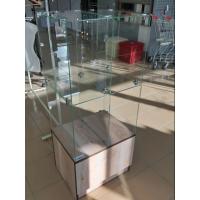 Прилавок с ячейками и тумбой (кубы стеклянные)