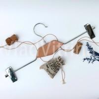 Вешалка для юбок и брюк с деревянной вставкой