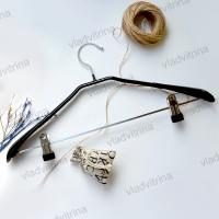 Вешалка (плечики) с перекладиной и прищепками для брюк и юбок